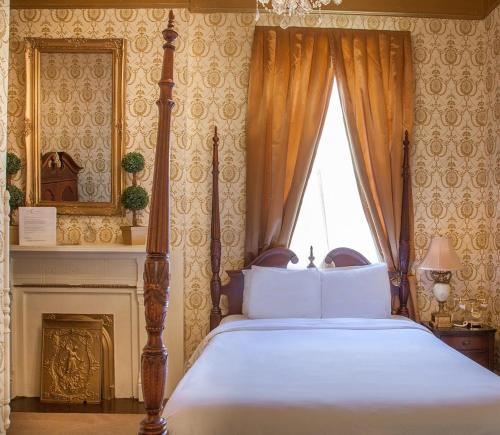 Photo - Cornstalk Hotel