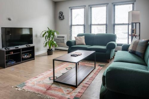 . Casual Artsy East Side Apartments by Frontdesk