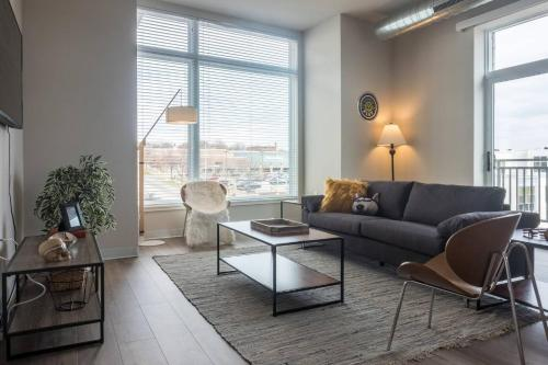 . 2 BR Riverfront Apt Near Marquette U by Frontdesk