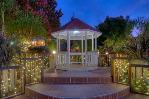 Dinah`s Garden Hotel - Palo Alto, CA 94306