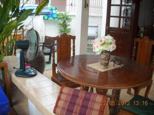 Srikrung Guesthouse photo 16