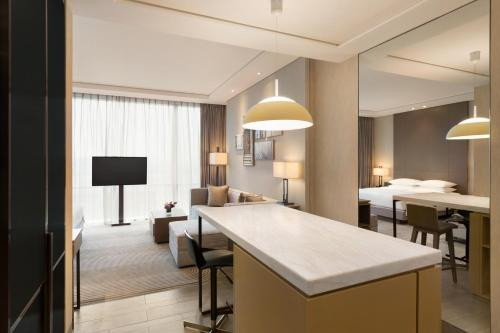 Hyatt House Shanghai Hongqiao CBD Номер-студио с кухней и кроватью размера