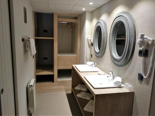 Habitación Cuádruple con ducha Hotel Santa Cristina Petit Spa 20