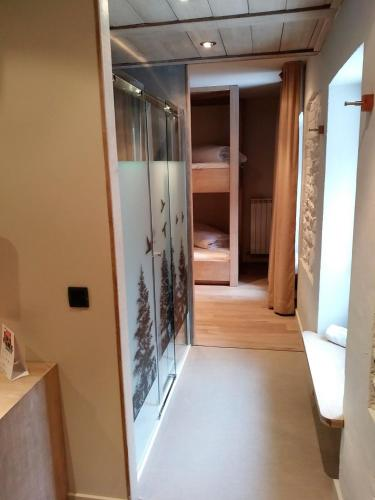 Habitación Cuádruple con ducha Hotel Santa Cristina Petit Spa 12