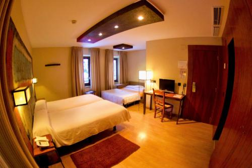 Standard Family Room Hotel Santa Cristina Petit Spa 6