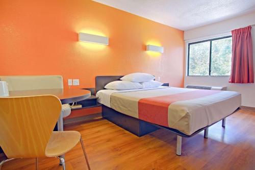 Motel 6-East Brunswick NJ - East Brunswick, NJ NJ 08816
