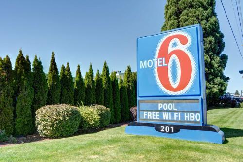 Motel 6 Bend - Bend, OR 97701