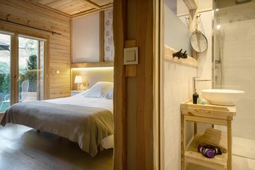Superior Double Room Hotel Viñas de Lárrede 2