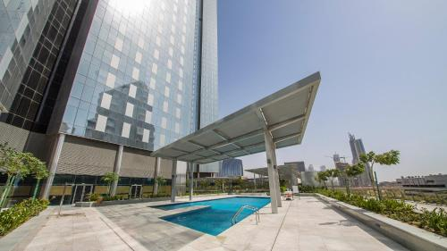 DHH - Modern & Large Studio in the Business District of Dubai - image 2
