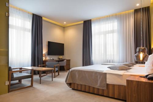 Five Points Square - City Center - Accommodation - Belgrade