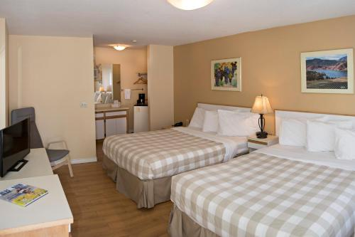 Crown Resort Motel - Photo 4 of 54
