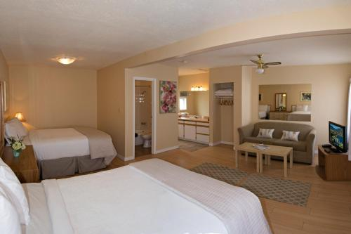 Crown Resort Motel - Photo 5 of 54