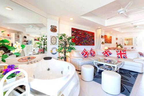 Spacious, High Floor, Fully furnished, Ocean views and Close to Ever Spacious, High Floor, Fully furnished, Ocean views and Close to Everything !
