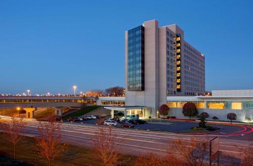 . Hyatt Regency Pittsburgh International Airport