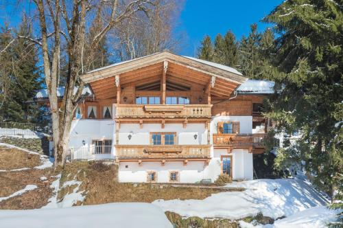 Deluxe Chalet Valerie by Kitz-Chalets