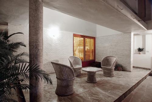 P5, Hauz Khas Enclave, New Delhi – 110016, India.