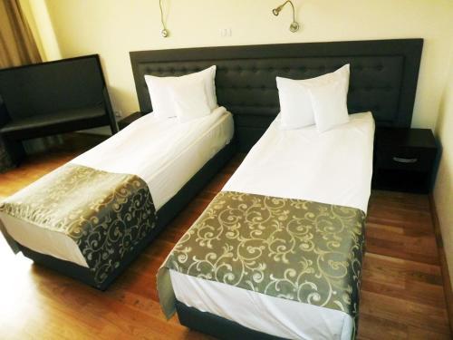 Hotel Phoenix room photos