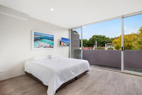 Bondi Beach Studio King Suite + Balcony - image 1