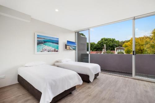 Bondi Beach Studio King Suite + Balcony - image 4
