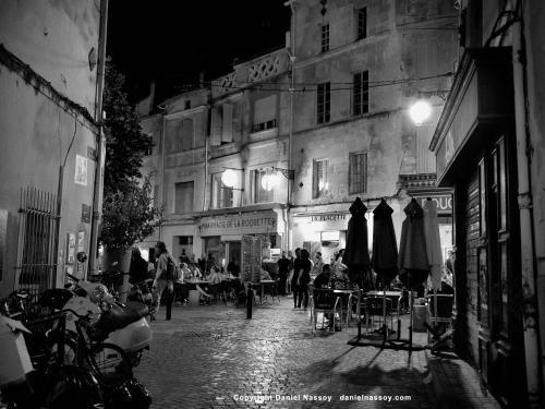 Place de la Roquette, centre historique - Location saisonnière - Arles