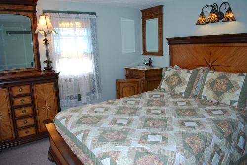 The Island Guest House Bed And Breakfast - Beach Haven, NJ 08008
