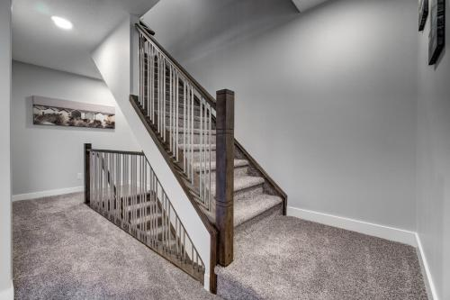 Three-Bedroom with Fireplace #41 Sunalta Downtown - Calgary, AB T3C 1C1