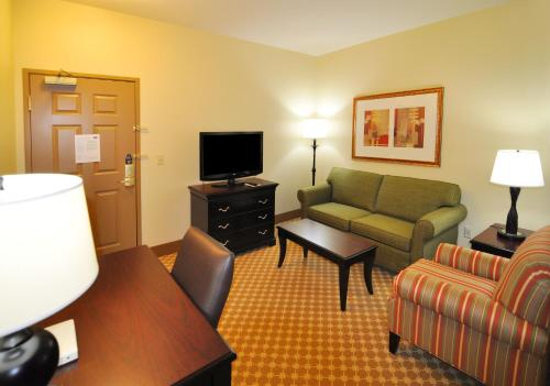 Country Inn & Suites by Radisson Conway AR - Conway, AR AR 72032