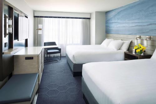 Hyatt Centric Fisherman's Wharf San Francisco Ada with Two Double Beds Tub