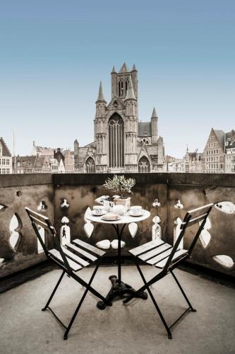 Graslei 16, 9000 Ghent, Belgium.