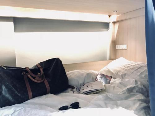 Kinnon Deluxe Hostel Coworking Cafe photo 6