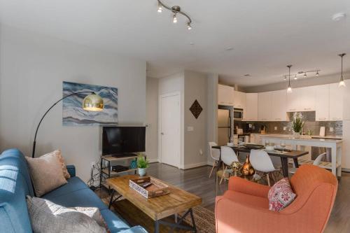 Two-Bedroom on H 77 - Apartment - Washington