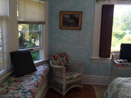 Secret Garden Inn & Cottages - image 4