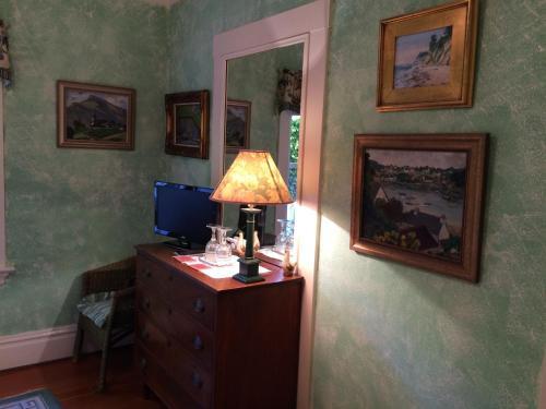 Secret Garden Inn & Cottages - image 14