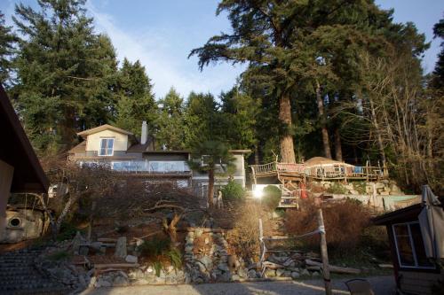 . Halfmoon Haven Beach Cottage or Oceanview Suite