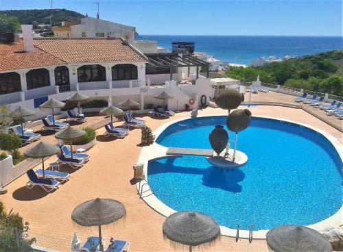 . Apartamentos Salema Praia Club