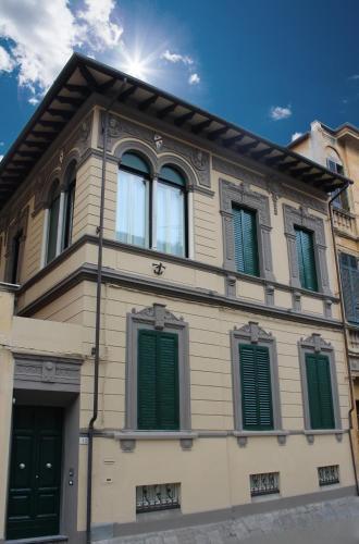 12 Via Alessandro Manzoni 12, 56125 Pisa, Italy.