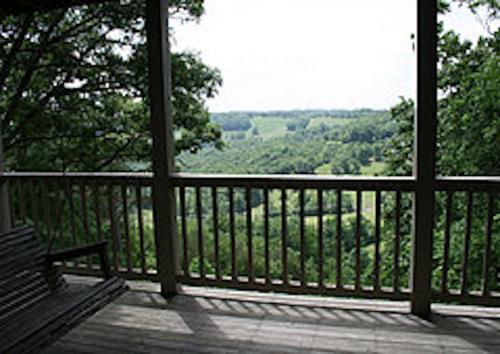 Mountainview Hideaway - Eureka Springs, AR 72632