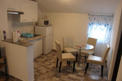 Apartments Anicic Coric - Omišalj