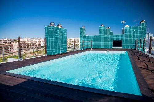 . B04 - Luxury 2 bed w Terrace Pool