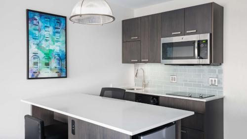 Hyatt House Jersey City - Jersey City, NJ 07302
