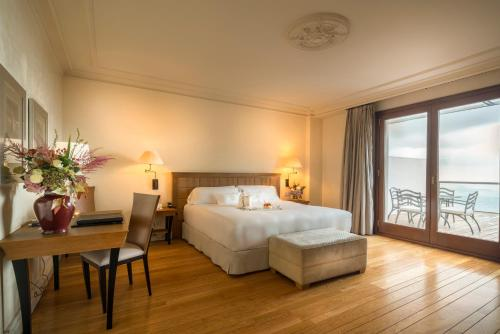 Superior Double Room with Terrace and City View Gran Hotel La Florida G.L Monumento 2