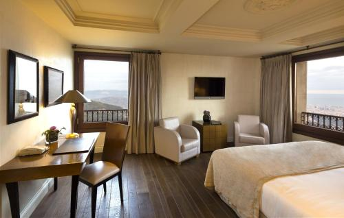 Deluxe Double or Twin Room with Mountain View Gran Hotel La Florida G.L Monumento 10