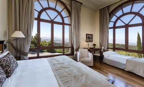 Deluxe Double or Twin Room with Mountain View Gran Hotel La Florida G.L Monumento 4