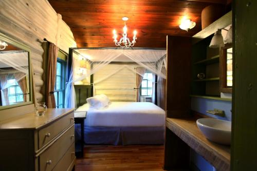 The Pines Cottages - Accommodation - Asheville