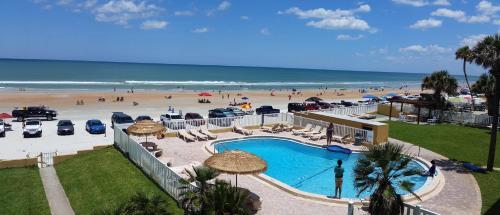 Driftwood Beach Motel