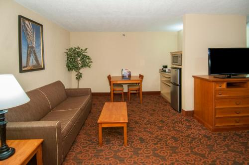 Governors Suites Hotel - Oklahoma City, OK 73108