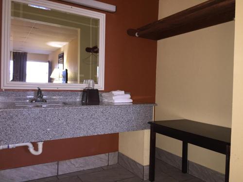Executive Inn Texarkana - Texarkana, AR 71854