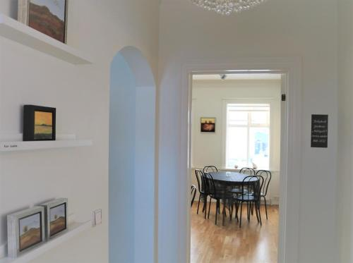 Gallery Guesthouse - StayWest.  Photo 14