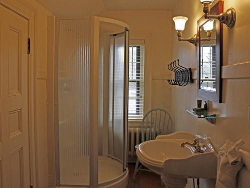 Stone Chalet Bed&Breakfast Inn - Accommodation - Ann Arbor