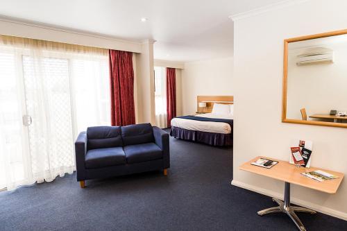 Фото отеля Edgewater Hotel